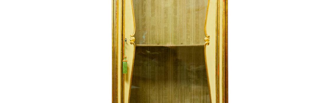 Vetrina dorata 1800
